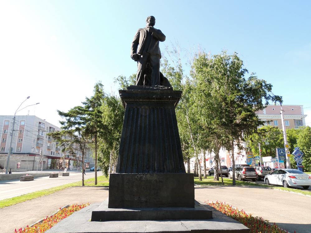 Памятник Ленину-тореадору