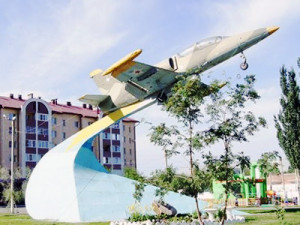 Самолет на Силикатном в Барнауле